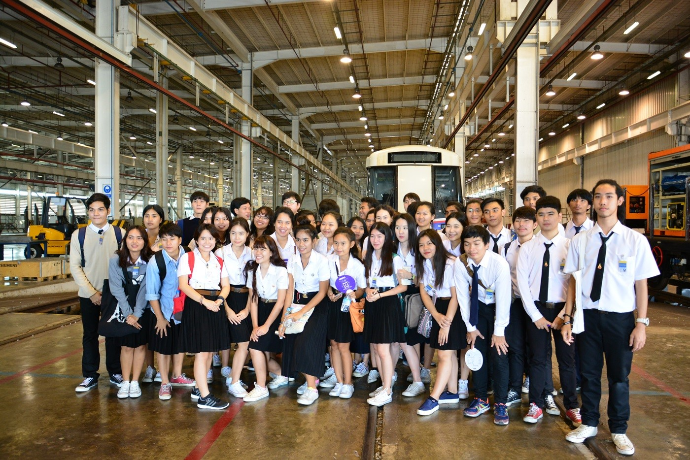 Teachers and students from Suan Sunandha Rajabhat University visit MRTA